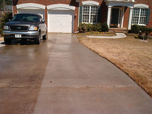 Driveway Concrete Staining | How to Clean Concrete Dunwoody